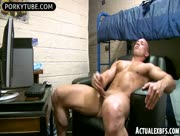 College ripped bro jerks his big hard schlong